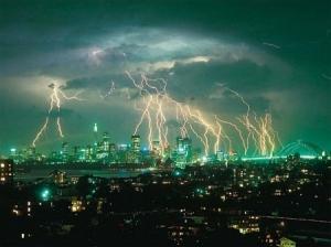 https://bengkelsainsandtechno.files.wordpress.com/2011/02/thunderpetir.jpg?w=300